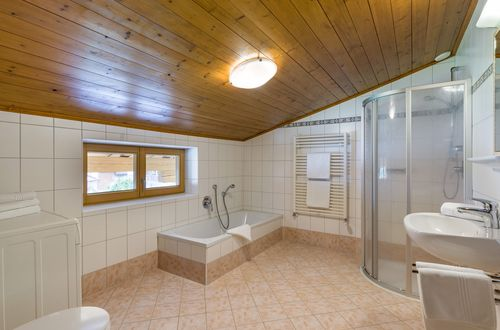 Top 4 - large bathroom ©Hannes Dabernig